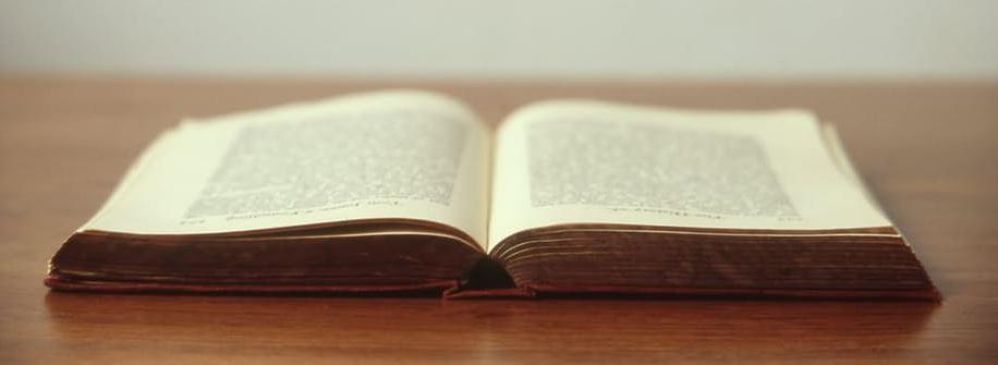 Livro na casa de repouso para idosos