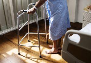 Quais são os objetos para adaptação residencial para idosos?