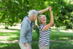 Como a música pode ajudar o idoso?