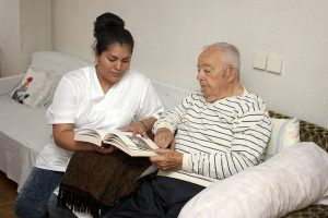 Quais as dificuldades que os idosos enfrentam na sociedade brasileira