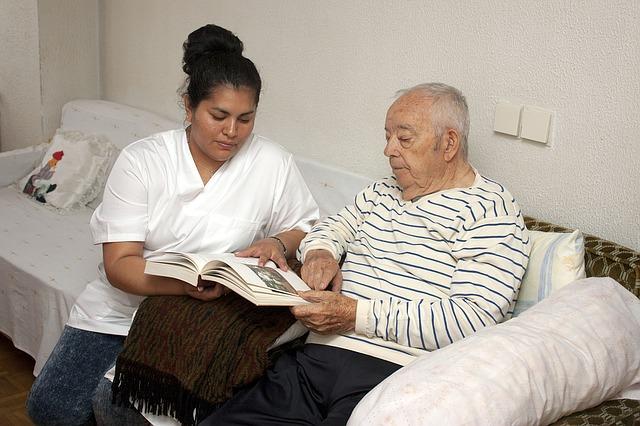 dificuldades que os idosos enfrentam na sociedade brasileira
