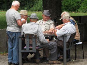 Casa de Idosos Jogos de Tabuleiro e Cartas que ajudam a memória dos idosos