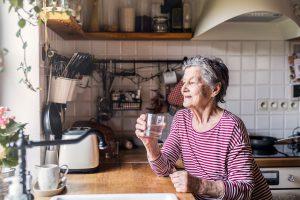 Residencial para idosos: como adaptar o ambiente para evitar quedas?