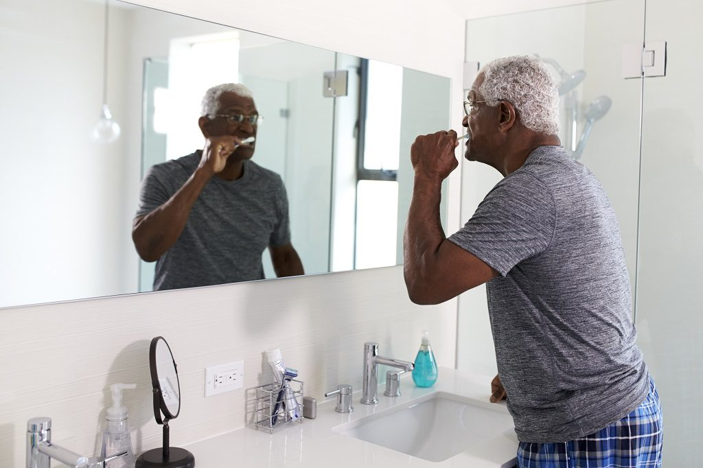 Cuidados na terceira idade: quais formas de manter a saúde bucal?