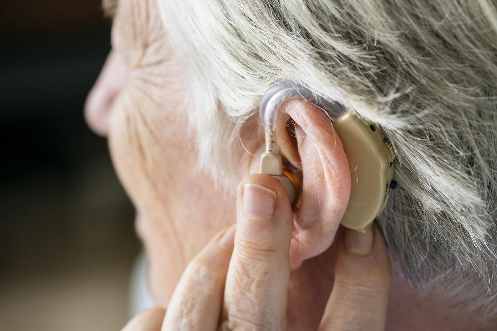 Surdez: 4 sinais de perda auditiva na terceira idade