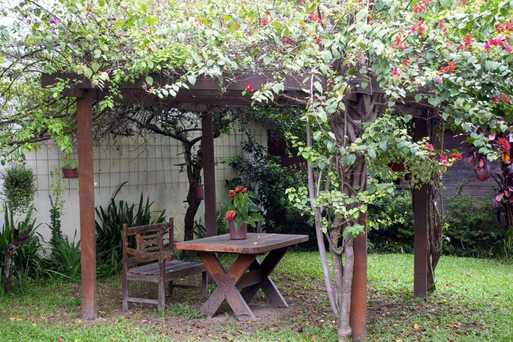 casa de repouso com jardim