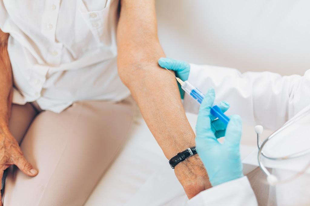 Por que devemos estar sempre atentos ao calendário de vacinação do idoso?