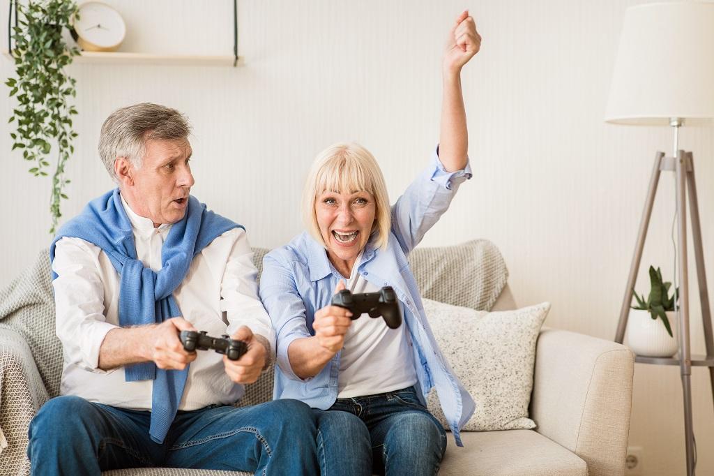 casal de idosos jogando videogame | Morada Primavera
