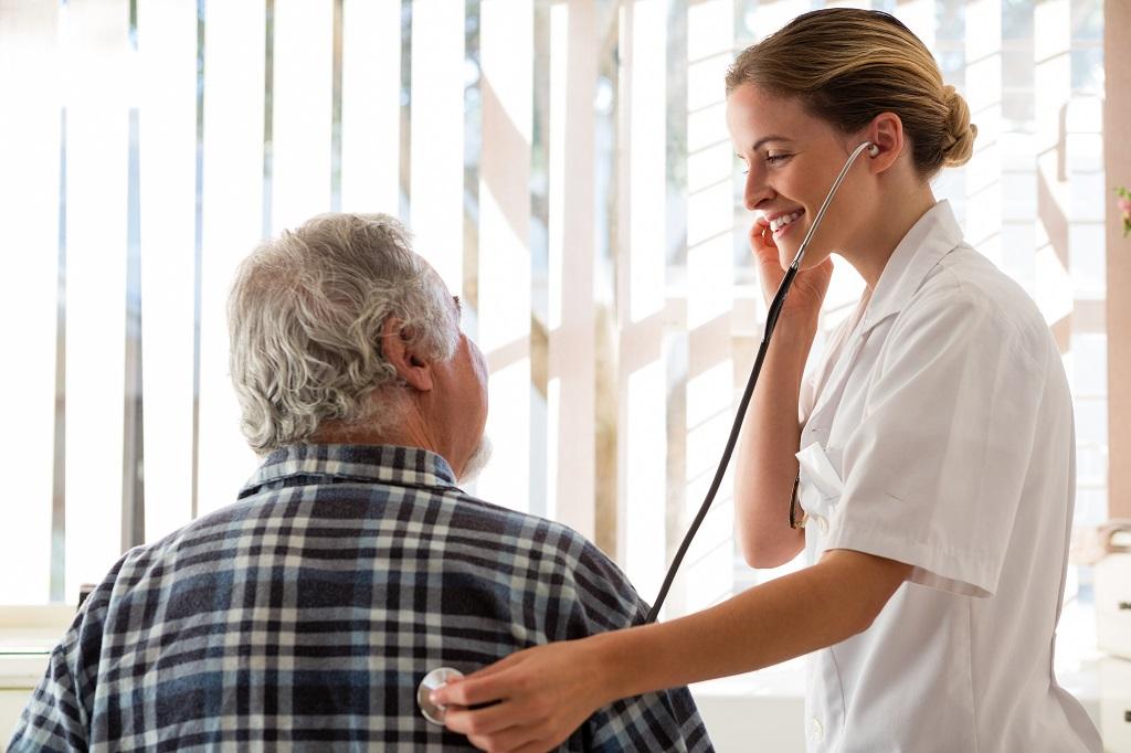 Médico Geriatra: qual o melhor momento em que devemos procurar?