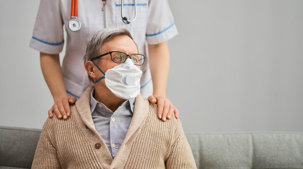 Afinal, o que fazer caso o idoso estiver com suspeita de Coronavírus?