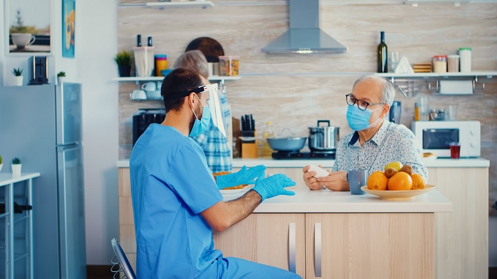 Coronavírus: o que os cuidadores de idosos precisam saber