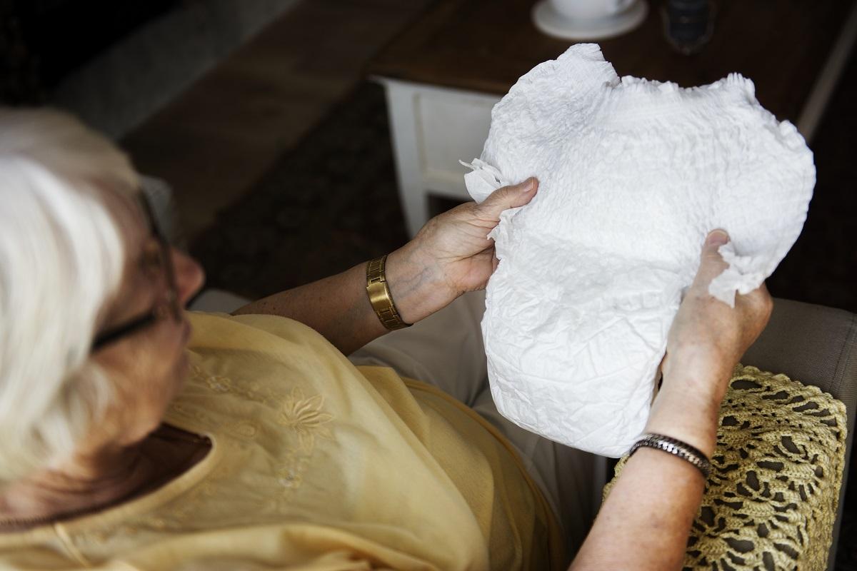 Fralda geriátrica: saiba como usar da melhor forma.