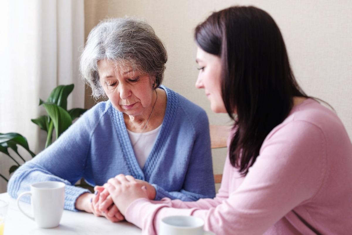 Saiba o que fazer quando o idoso não aceita ajuda